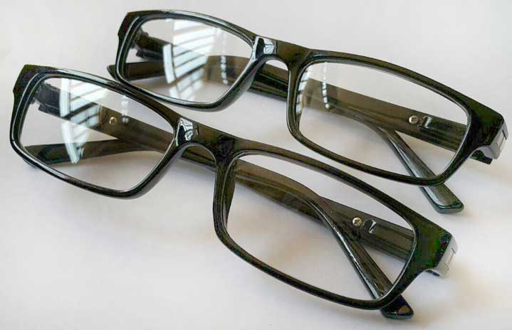 عینک شیشه شفاف